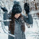 Mulher com roupas de Inverno